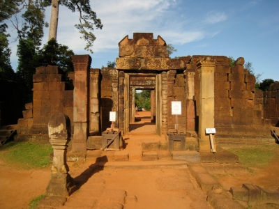 main entrance of Banteay Srei