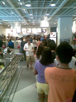 in Singapore, long queue means good food...