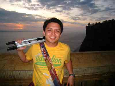 the Uluwatu Temple & the sunset at the background